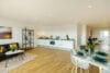 Bezugsfertig und renoviert: 3,5-Zimmerwohnung mit zwei Balkonen in Münchens Top-Lage - Wohnbereich