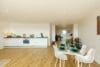 Bezugsfertig und renoviert: 3,5-Zimmerwohnung mit zwei Balkonen in Münchens Top-Lage - Essbereich und Küche