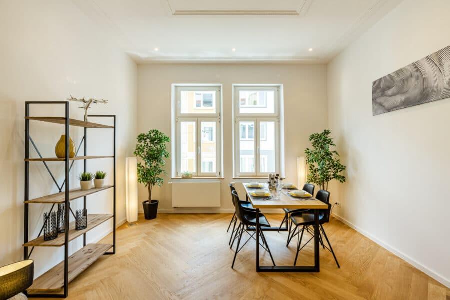 Zum Verlieben! Renovierte 4-Zimmer Altbauwohnung mit Balkon im Glockenbachviertel, 80469 München, Etagenwohnung