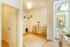 Zum Verlieben! Renovierte 4-Zimmer Altbauwohnung mit Balkon im Glockenbachviertel - Küche mit Speisekammer