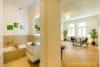 Zum Verlieben! Renovierte 4-Zimmer Altbauwohnung mit Balkon im Glockenbachviertel - Bad-Wohnzimmer-01