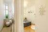 Zum Verlieben! Renovierte 4-Zimmer Altbauwohnung mit Balkon im Glockenbachviertel - WC und Schlafzimmer