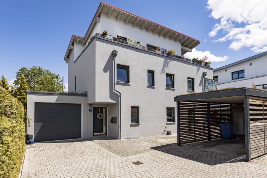 Modernes Zweifamilienhaus mit Garten und Garage, direkt an der S-Bahnlinie, 81247 München / Obermenzing, Zweifamilienhaus