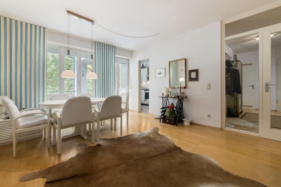 Zur Kapitalanlage: Sehr gepflegte 2-Zimmer Wohnung mit Balkon und Tiefgarage, 81669 München, Wohnung