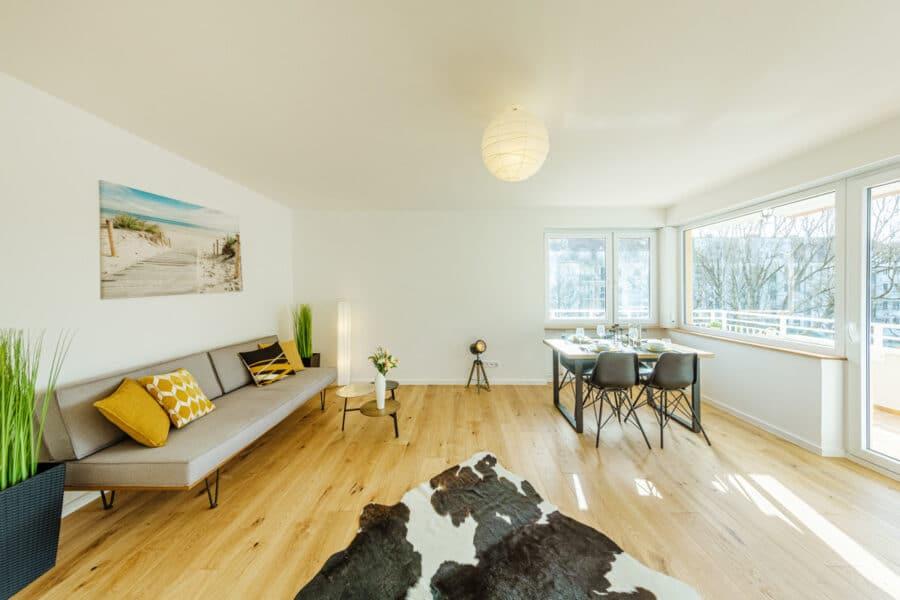 Traumhafte 4-Zimmerwohnung mit Balkon zum Erstbezug nach Renovierung, 81543 München, Wohnung