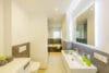 Traumhafte 4-Zimmerwohnung mit Balkon zum Erstbezug nach Renovierung - Bad